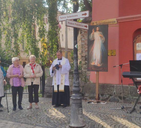 Iskra Bożego Miłosierdzia na ulicach miast po raz kolejny w naszej parafii – fotograficzna relacja (28 wrzesień 2021)